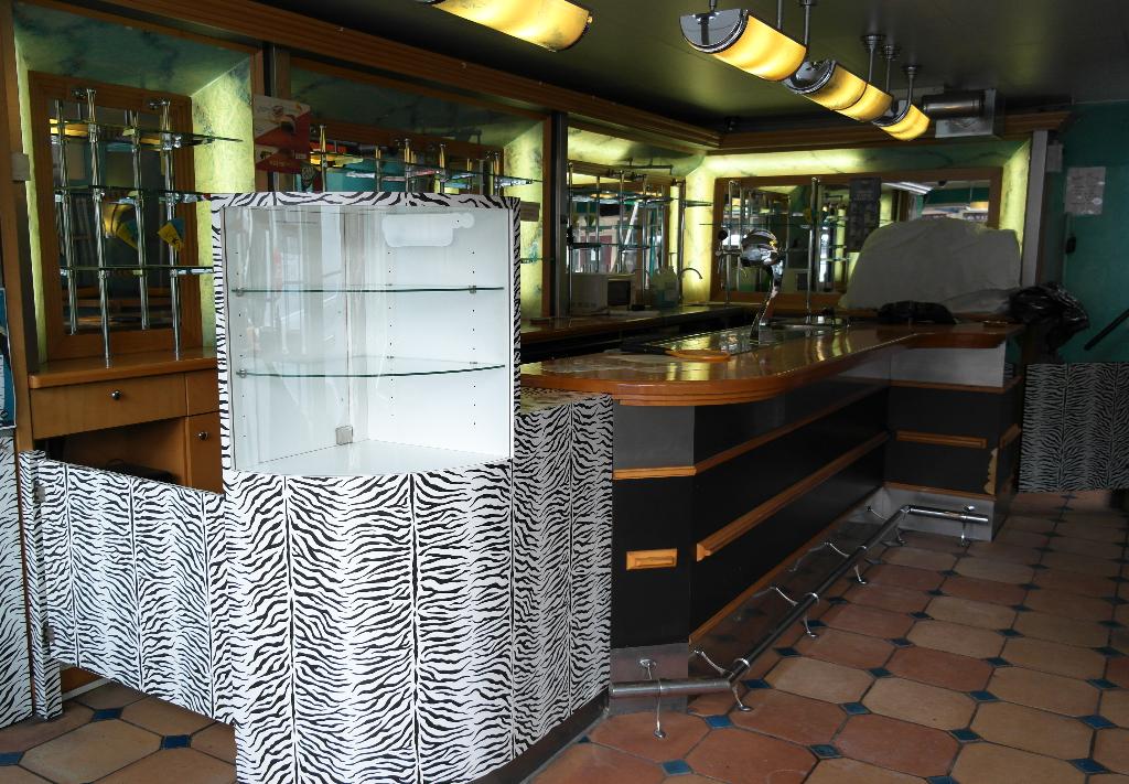 Bar verbouwing Hakuna Matata. MiMeubels.nl De Meubelmakerij.frl. Marianne Meijs Gebogen vormen.  berken